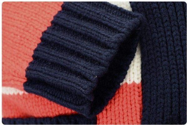 Snug knitted white jumper