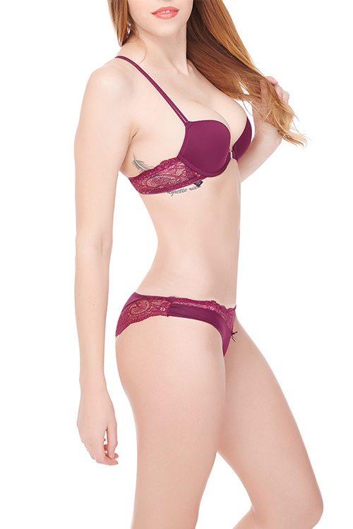 Pretty red bra & knicker set