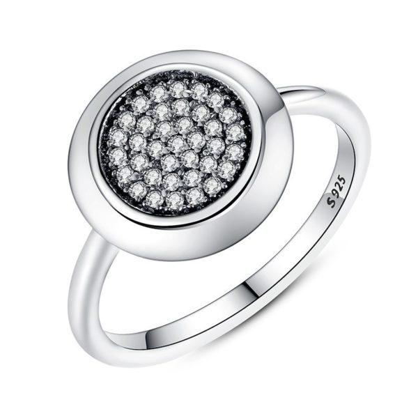 Beautiful gem encrusted centre ring
