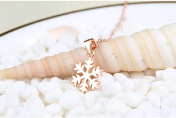 Gold snowflake necklace