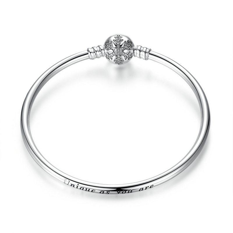 Beautiful snowflake silver bangle